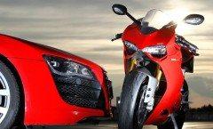 Video-Ducati-1199-Panigale-R-vs-Audi-R8